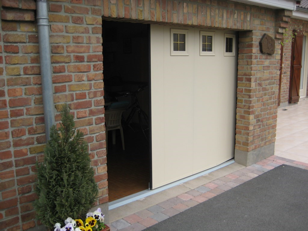 Porte de garage lat rale coulissante 40mm smf services for Porte de garage 60 mm