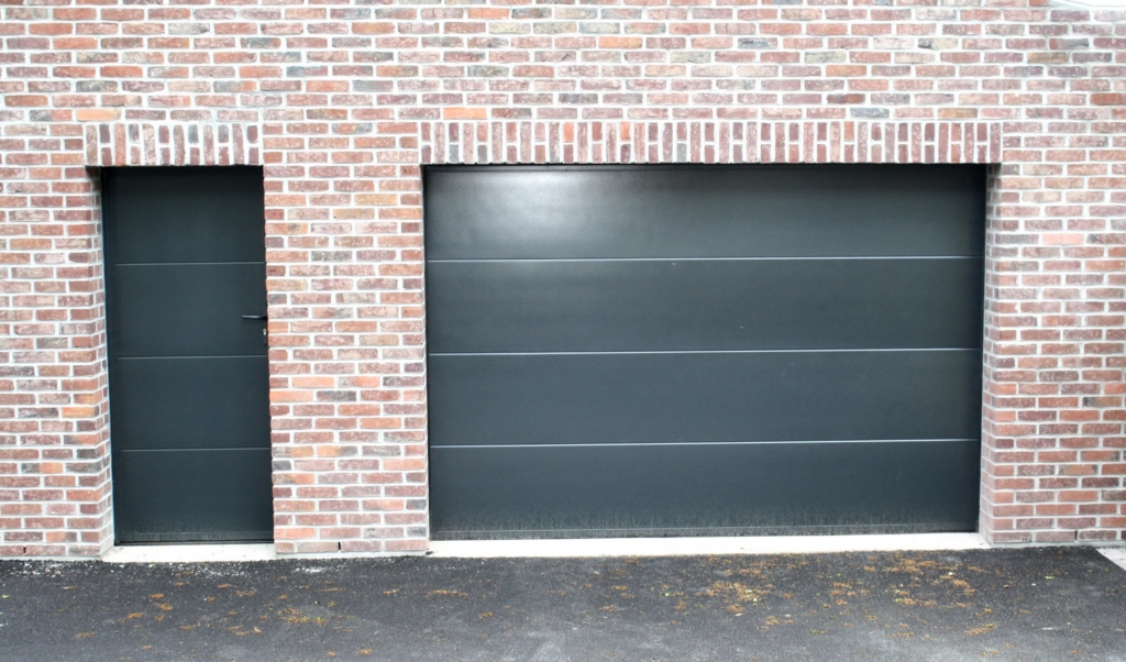 portes de service pour portes de garage smf services. Black Bedroom Furniture Sets. Home Design Ideas