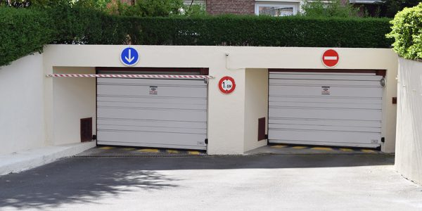 Portes de parking blanches SMF Services