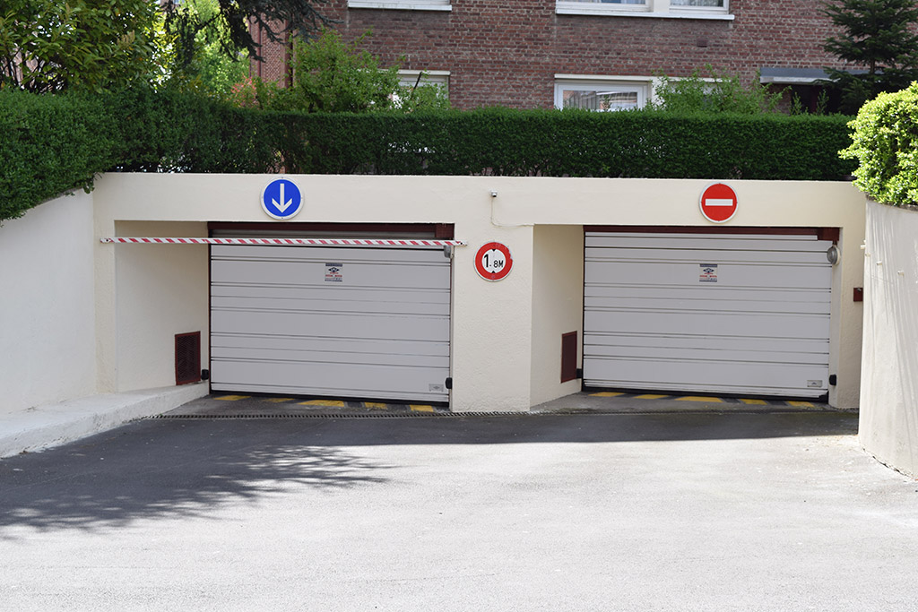 Portes de parking motoris es et s curis es smf services for Porte de champerret salon parking
