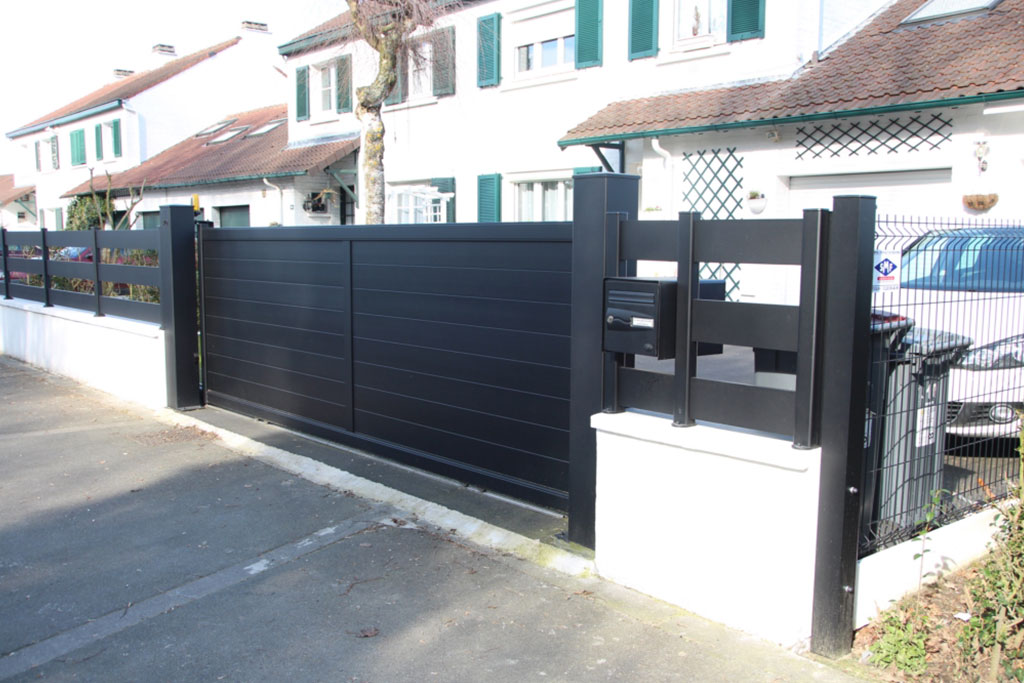 portail aluminium plein et cloture smf services. Black Bedroom Furniture Sets. Home Design Ideas